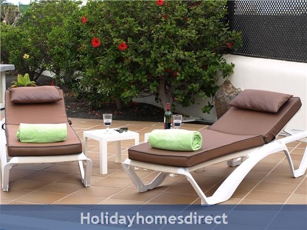 Carlara, Luxurious Designer Villa, Lanzarote: Enjoy a drink by the pool