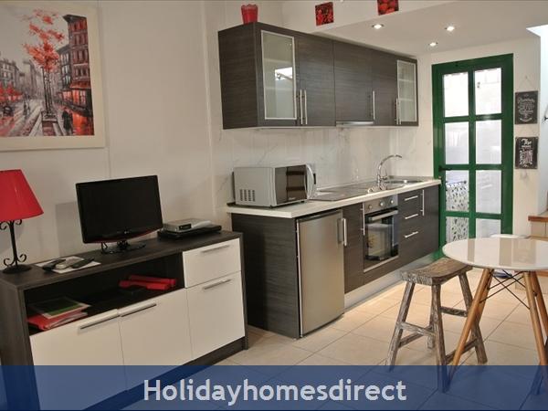 Caleta De Fuste, Fuerteventura: Kitchen and lounge
