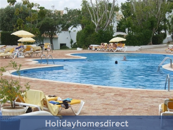5***** Alto Club  - One Bedroom Luxury Air-conditioned Apartment With Free Wi-fi, Alvor: Alto swimming pool