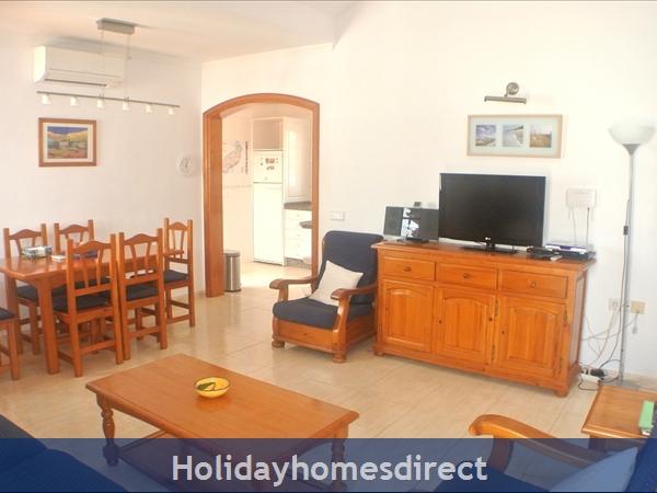 Villa Hibiscus, 3 Bedroom Villa, Puerto Del Carmen: Sitting room and dining area