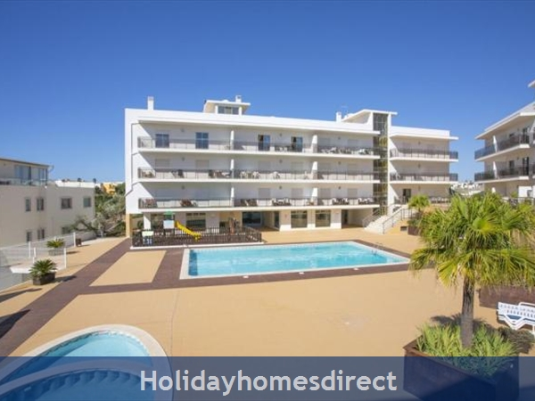 Albufeira Solario de Sao Jose, 3 LUXURY APARTMENTS FROM €450 A/W  FREE SQUASH COURT,FREE GYM, GAMES ROOM, SWING PARK,BBQ'S ON THE ROOF AND A SAUNA