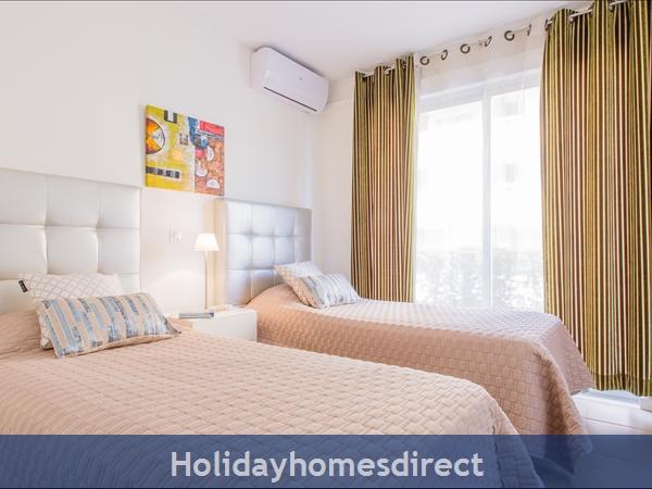 Varandas De Carteia, Apartment 150 Metres From Quarteira Beach: Twin Bedroom