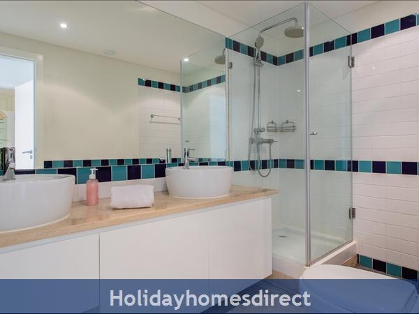 Varandas De Carteia, Apartment 150 Metres From Quarteira Beach: Master Bathroom