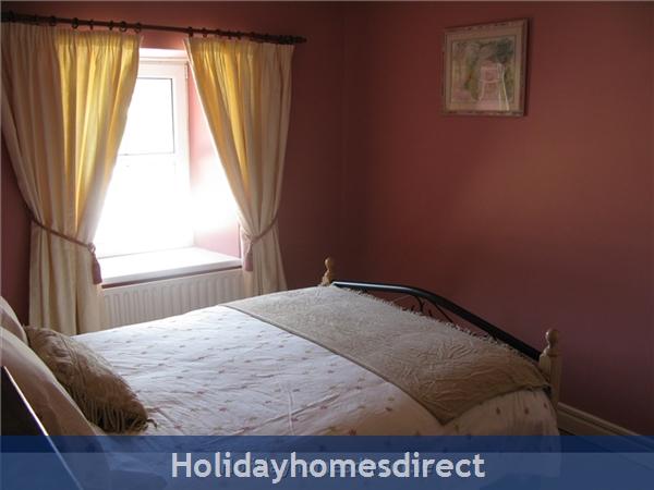 Old Farm Cottage, 3 Bed Holiday Home Sligo: Top Bedroom