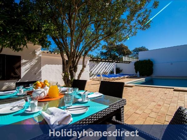 Casa Beirao A Delightful Spacious Air Cond 3 Bedroom Villa Wifi & Private Pool, Excellent Location 10 Mins Drive To Beach & Vilamoura Marina. 26499/al: Lounge Area