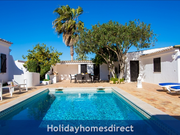 Casa Beirao A Delightful Spacious Air Cond 3 Bedroom Villa WIFI & Private Pool, Excellent Location 10 mins drive to Beach & Vilamoura Marina. 26499/AL