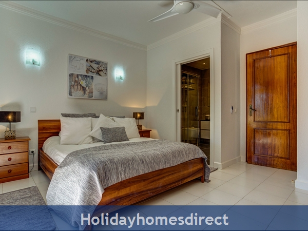 Falesia Beach, A Beautiful 2 Bedroom Duplex Townhouse F, Excellent Location, Walking Distance To Falesia Beach And Amenities. (3413/al): Twin Bedroom