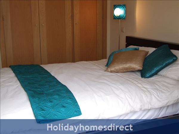 Villa Jose, Praia Da Luz/lagos/west Algarve: Bedroom With Double Bed / Balcony