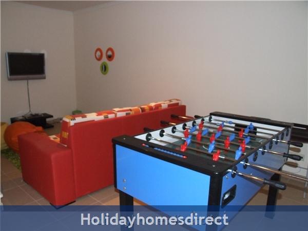 Villa Jose, Praia Da Luz/lagos/west Algarve: Kids DEN - TV/DVD Table Football Dbl Sofa Bed