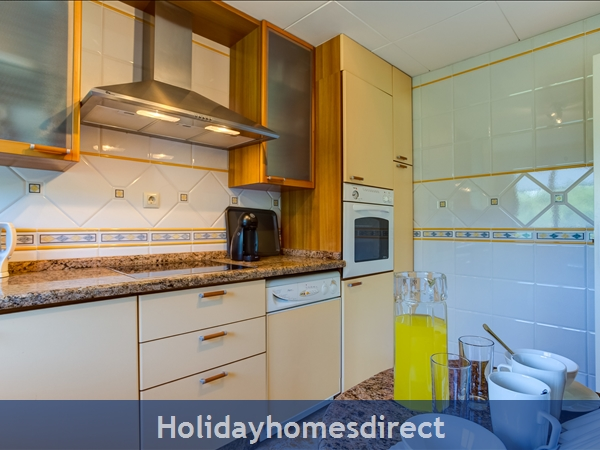 Falesia Beach Superb 1st Floor 3 Bedroom Apartment, Within Walking Distance To Beach, Local Restaurants, Bars And Shops.: Kitchen