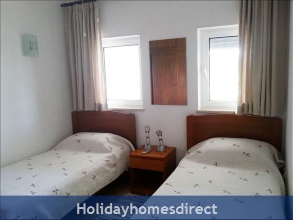 Colina bedroom