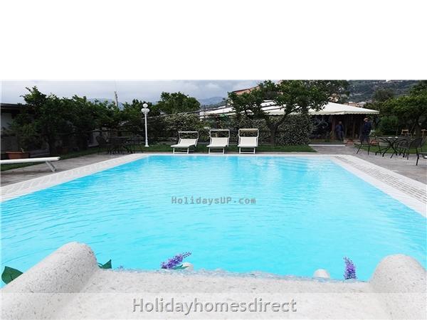 Swimming pool apartment sorrento centre holidaysup