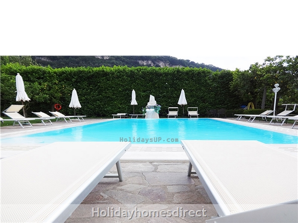 Casa Sorrento Apartment With Shared Pool Close To Sorrento Town Center: Swimming pool apartment sorrento centre for rent