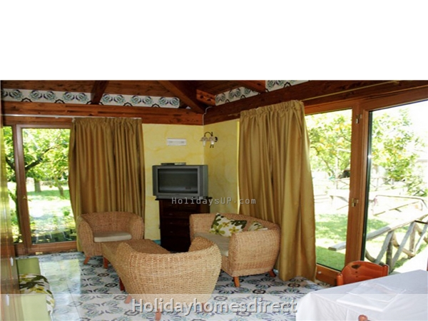 Casa Sorrento Apartment With Shared Pool Close To Sorrento Town Center: Living room casa sorrento guest house residence