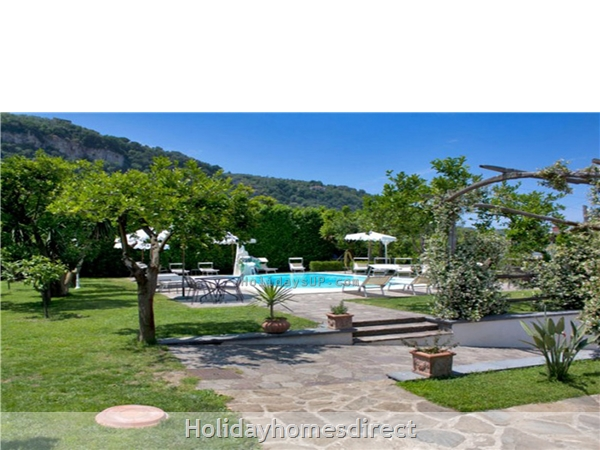 Swimming pool and garden residence sorrento flats