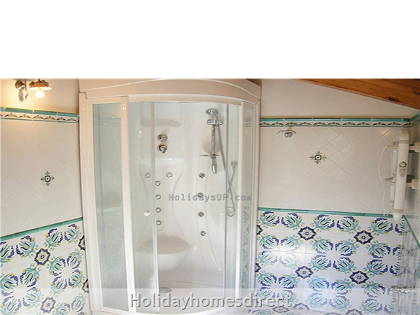 Casa Sorrento Apartment With Shared Pool Close To Sorrento Town Center: Two bathrooms with hydromassage sorrento apartment