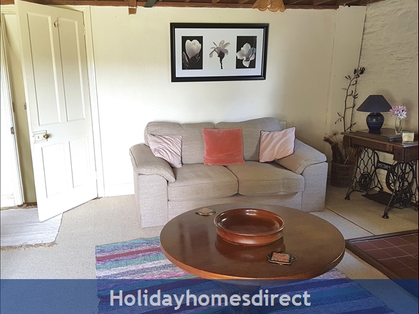 Granary Cottage .. Lots Of Character, Peace And Quiet And All The Mod Cons !: Relax in the en-suite Master Bedroom