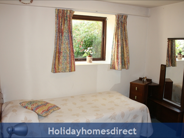 Granary Cottage .. Lots Of Character, Peace And Quiet And All The Mod Cons !: Ground Floor Single Bedroom