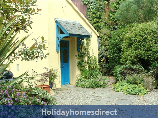 Granary Cottage .. Lots Of Character, Peace And Quiet And All The Mod Cons !: Large private garden at Granary Cottage