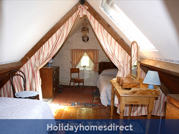 Granary Cottage .. Lots Of Character, Peace And Quiet And All The Mod Cons !: Kids love the Attic Bedroom!