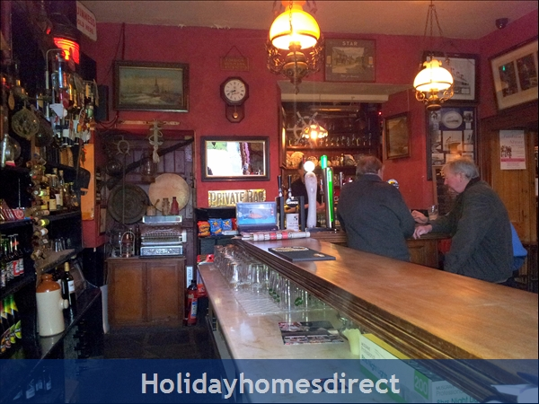 Granary Cottage .. Lots Of Character, Peace And Quiet And All The Mod Cons !: Roches Pub in Duncannon