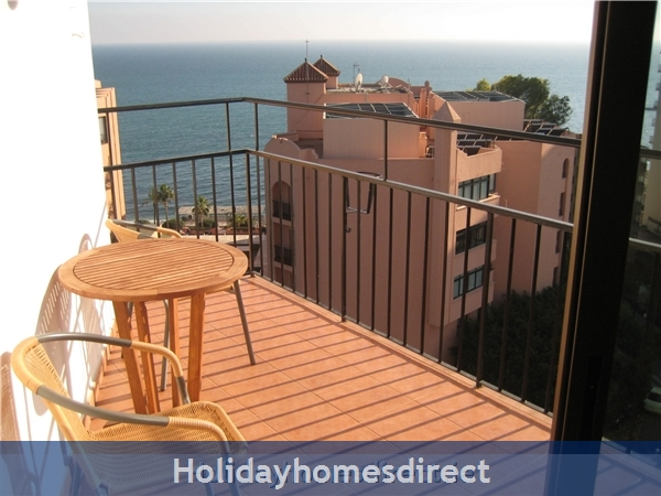 sea views and sun all day on lovely terrace