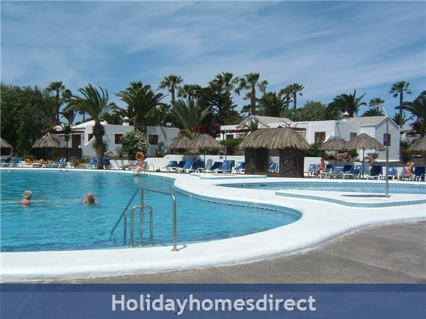 Las Brisas villa with gorgeous shared pool, Playa Blanca