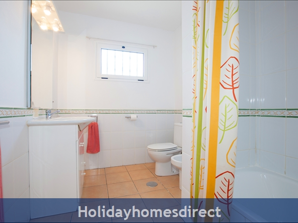 Casa Gegore With Private Pool, Old Town Puerto Del Carmen, Lanzarote: Family bathroom includes bath with shower over.