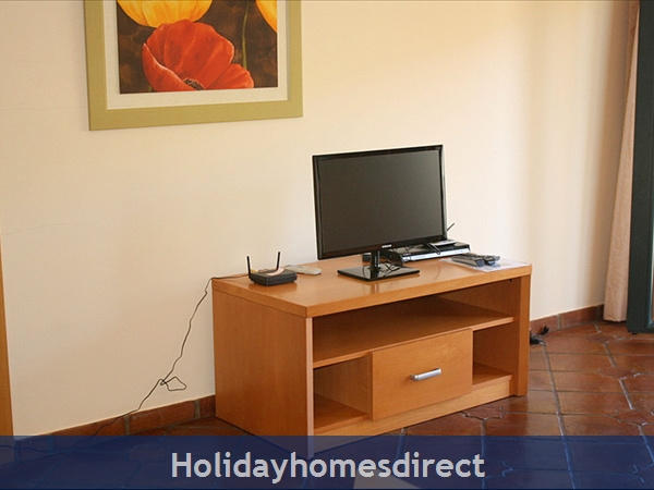 Domus Iberica Casa 2. Burgau.  With Private Pool, Sea View And Walk To The Beach !: Flat Screen Internet TV and Free Wi Fi