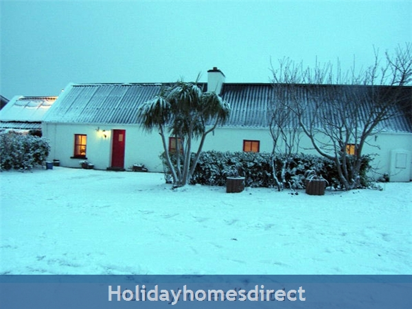 Bromore Cottage: The Cottage during snow!