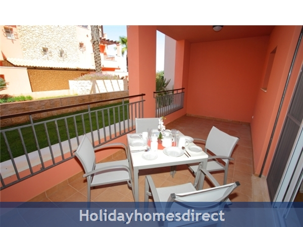 A Stunning, Modern Ground Floor 2 Bedroom Apartment Located On The Exclusive Victoria Boulevard In Vilamoura. (207/112/al): Balcony