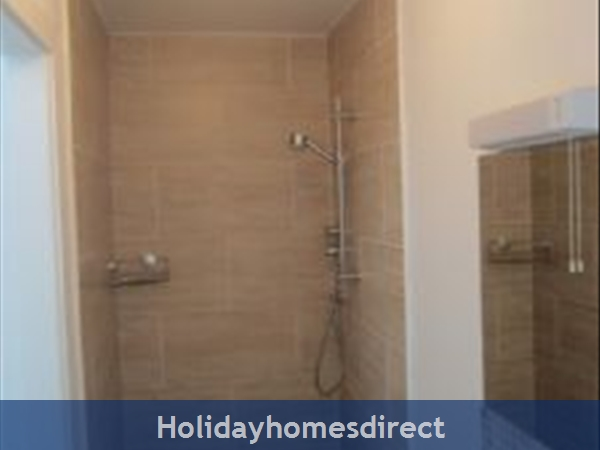 Hook View - Luxury Holiday Home In Dunmore East, Co. Waterford: Bathroom