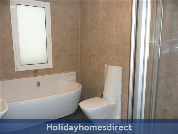 Villa Loretta With Private Pool, Puerto Del Carmen Old Town, Lanzarote: Shower room