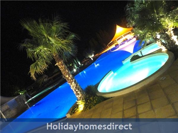 La Carabasse: Pool at night