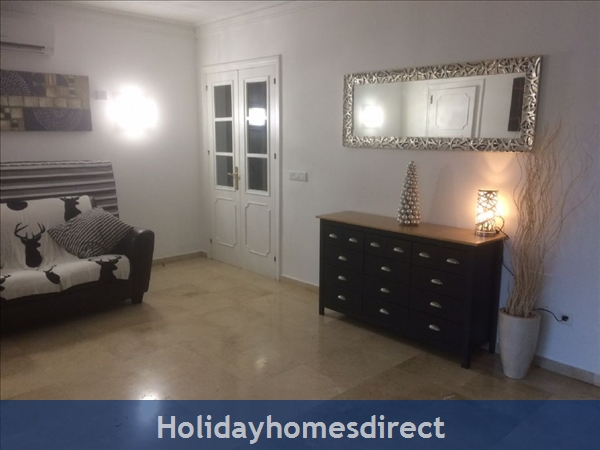 Palm Villa Tots Safe Villa In El Paraiso Visa Accepted + 4 Bed+ 3 Bath+ Play Area+ Heated Pool + Paddle Pool- Close To All Amenties No Car Needed-: Storage for lounge sofa bed
