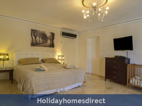 Palm Villa Tots Safe Villa In El Paraiso Visa Accepted + 4 Bed+ 3 Bath+ Play Area+ Heated Pool + Paddle Pool- Close To All Amenties No Car Needed-: Bed 1 super king with en suite   cot   cradle
