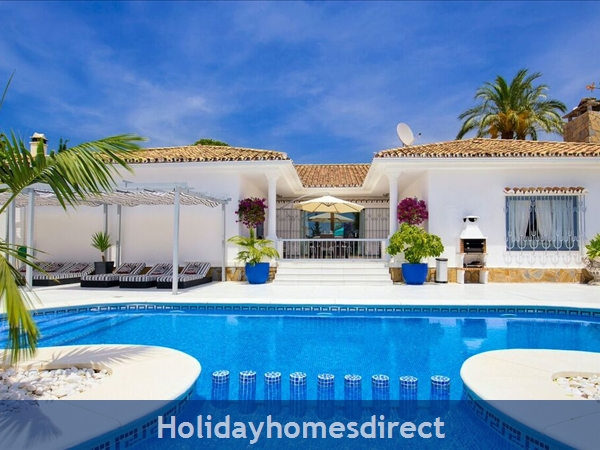 PALM VILLA TOTS SAFE VILLA IN EL PARAISO VISA ACCEPTED + 4 BED+ 3 BATH+ PLAY AREA+ HEATED POOL + PADDLE POOL- CLOSE TO ALL AMENTIES NO CAR NEEDED-