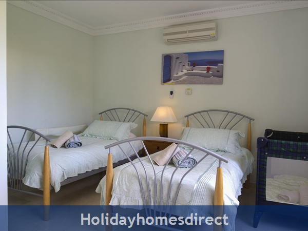 Palm Villa Tots Safe Villa In El Paraiso Visa Accepted + 4 Bed+ 3 Bath+ Play Area+ Heated Pool + Paddle Pool- Close To All Amenties No Car Needed-: Bed 4 2 singles   cot- 5th double in snooker room