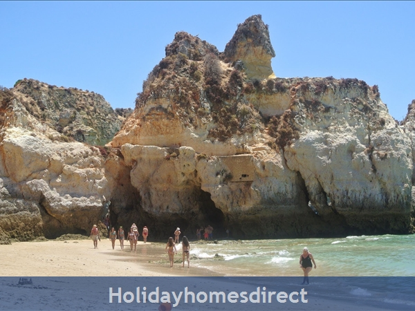 Home From Home - 3-bed Duplex (sleeps 7) Near Alvor & Beach (with Airconditioning): ALVOR village
