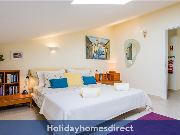 Home From Home - 3-bed Duplex (sleeps 7) Near Alvor & Beach (with Airconditioning): Lounge and Dining area
