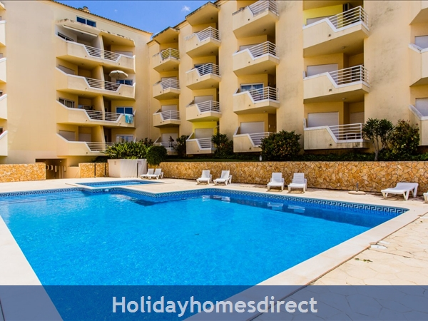 Home From Home - 3-bed Duplex (sleeps 7) Near Alvor & Beach (with Airconditioning): Upstairs Bathroom