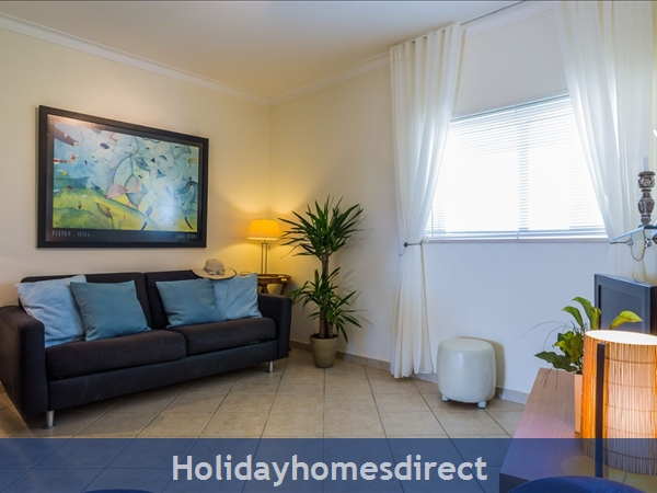 Home From Home - 3-bed Duplex (sleeps 7) Near Alvor & Beach (with Airconditioning): TV viewing area