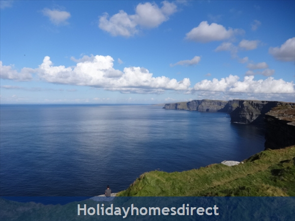 Seamount Liscannor/lahinch: Sitting on the Cliff Walk on