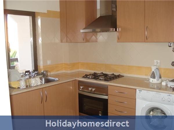 Mar Bel Sol, 2 Bedroomed Apartment, Vilamoura.  Licence No:14983/al: Image 5