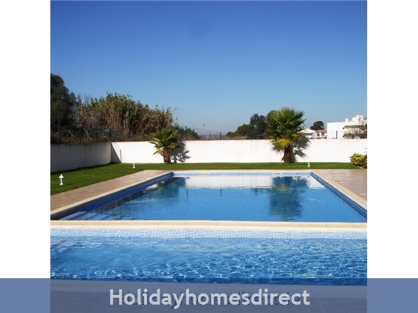 Ma Parthilia Alvor 3 Bedroom Apartment: Pool Area