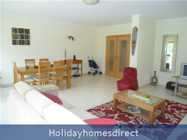 Ma Parthilia Alvor 3 Bedroom Apartment: living room