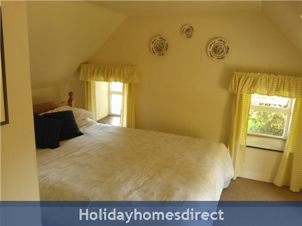 Catherdaniel Kerry Charming Holiday Cottage: Master Bedroom