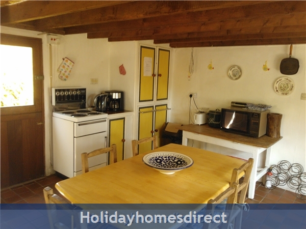 Catherdaniel Charming Holiday Cottage: Another view of the cottage kitchen