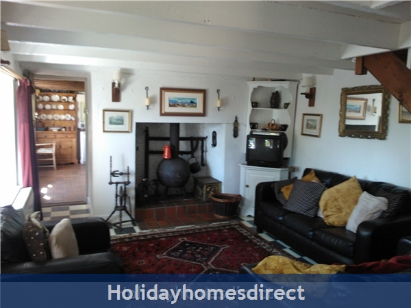 Catherdaniel Kerry Charming Holiday Cottage: Cosy Living Room