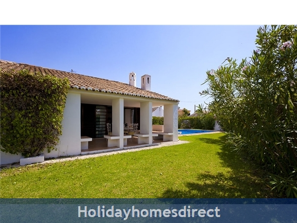Villa Avril Albufeira Private Villa With Pool: Garden area